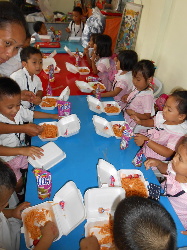 Philippines children feeding program
